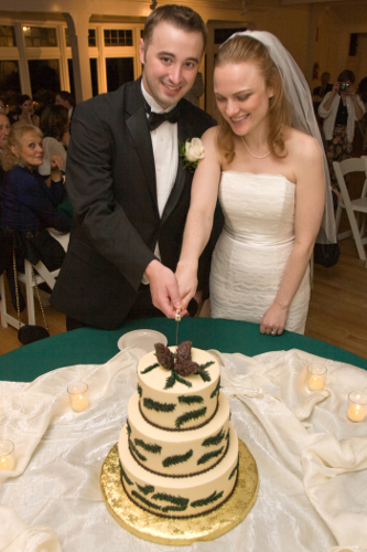 2008-faina-pulvermakher-ryan-spaeth-wedding-cake-cuttin2